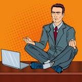 Hombre de negocios Relaxing y reflexionar sobre la tabla de la oficina con el ordenador portátil Arte pop libre illustration