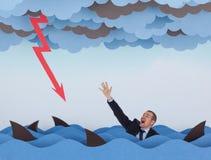 Hombre de negocios rodeado por los tiburones en el mar tempestuoso Imágenes de archivo libres de regalías