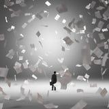 Hombre de negocios rodeado volando los papeles Fotos de archivo libres de regalías