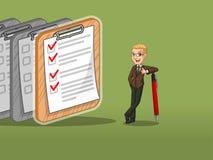 Hombre de negocios rubio en el traje marrón que inclina una pluma con las listas de control terminadas en el papel stock de ilustración