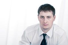 Hombre de negocios serio adulto joven Imágenes de archivo libres de regalías