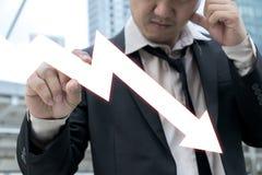 Hombre de negocios serio con la caída común Imagen de archivo
