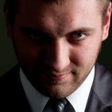 Hombre de negocios serio que mira a usted Foto de archivo libre de regalías