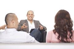 Hombre de negocios Smiling In Front Of Two Colleague Fotografía de archivo