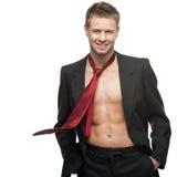 Hombre de negocios sonriente atractivo en lazo rojo imágenes de archivo libres de regalías