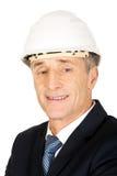 Hombre de negocios sonriente con el casco Foto de archivo
