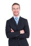 Hombre de negocios sonriente en juego con los brazos cruzados Imagen de archivo