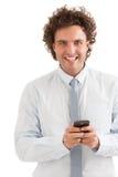 Hombre de negocios sonriente Messaging Foto de archivo libre de regalías