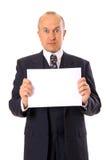 Hombre de negocios sorprendente que lleva a cabo su mensaje Imagenes de archivo