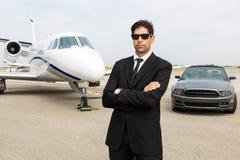 Hombre de negocios Standing In Front Of Car And Private imagen de archivo libre de regalías