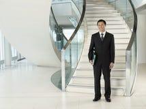 Hombre de negocios Standing In Front Of Stairs Fotos de archivo libres de regalías