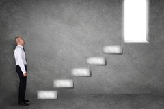 Hombre de negocios Start Climbing Stair para el futuro acertado fotografía de archivo libre de regalías