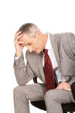 Hombre de negocios subrayado que se sienta en la butaca Fotos de archivo