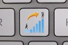 Hombre de negocios Success Graph Move para arriba Fotos de archivo