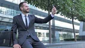 Hombre de negocios Taking Selfie en el teléfono metrajes