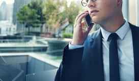 Hombre de negocios Talking Phone Concept de la telecomunicación Imagenes de archivo