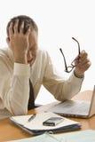 Hombre de negocios tensionado en el trabajo - aislado Fotos de archivo libres de regalías