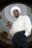 Hombre de negocios Texting imagen de archivo