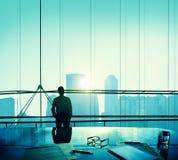 Hombre de negocios Thinking Aspirations Goals que comtempla concepto Imagen de archivo