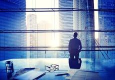 Hombre de negocios Thinking Concepts de Scape de la ciudad Imagen de archivo