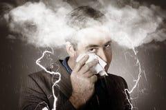 Hombre de negocios triste e infeliz que llora una tormenta principal Imagen de archivo