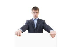 Hombre de negocios triste que lleva a cabo un espacio en blanco blanco foto de archivo libre de regalías
