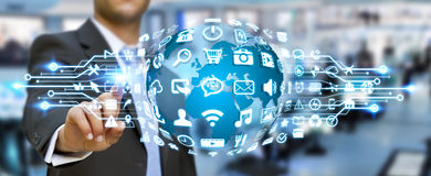Hombre de negocios usando el mundo digital con los iconos del web Fotografía de archivo