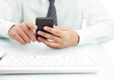 Hombre de negocios usando el teléfono Fotos de archivo libres de regalías