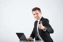 Hombre de negocios usando la computadora portátil Fotos de archivo
