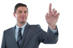 Hombre de negocios usando la pantalla digital futurista Foto de archivo libre de regalías