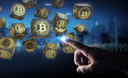 Hombre de negocios usando la representación del cryptocurrency 3D de los bitcoins Fotografía de archivo libre de regalías