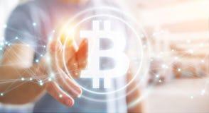 Hombre de negocios usando la representación del cryptocurrency 3D de los bitcoins Fotos de archivo libres de regalías