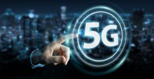 Hombre de negocios usando la representación del interfaz de red 5G 3D libre illustration