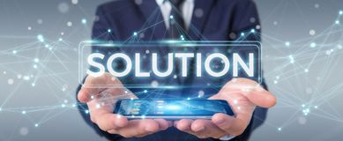 Hombre de negocios usando la representación digital del texto 3D de la solución Imagen de archivo libre de regalías