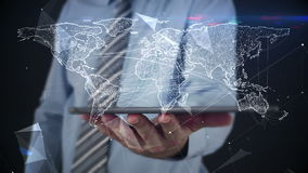 Hombre de negocios usando la tableta para ver el holograma ilustración del vector