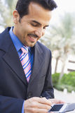 Hombre de negocios usando PDA Imagenes de archivo