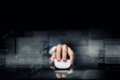 Hombre de negocios usando ratón Imagen de archivo libre de regalías