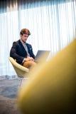 Hombre de negocios usando un ordenador Foto de archivo