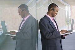 Hombre de negocios Using Laptop Fotografía de archivo