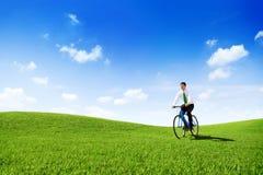 Hombre de negocios verde Cycling Bicycle Outdoors del concepto imagen de archivo