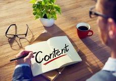 Hombre de negocios Writing el contenido de la palabra Imagen de archivo libre de regalías