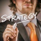 Hombre de negocios Writing sobre el vidrio para el concepto de la estrategia imagenes de archivo