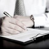 Hombre de negocios y documento Fotografía de archivo libre de regalías