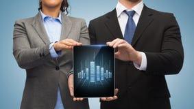 Hombre de negocios y empresaria con PC de la tableta Foto de archivo libre de regalías
