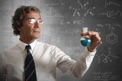 Hombre de negocios y fórmula para el éxito Imagenes de archivo