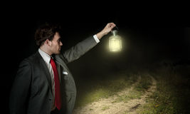 Hombre de negocios y la manera correcta imagenes de archivo