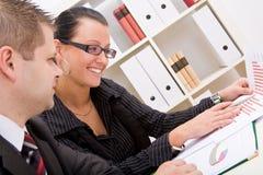 Hombre de negocios y mujer de negocios fotografía de archivo libre de regalías