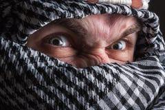Hombre de Oriente Medio serio que mira a usted Imagenes de archivo