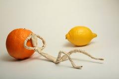 Hombre de papel con la fruta Imagen de archivo