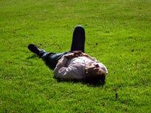 Hombre de relajación Foto de archivo libre de regalías